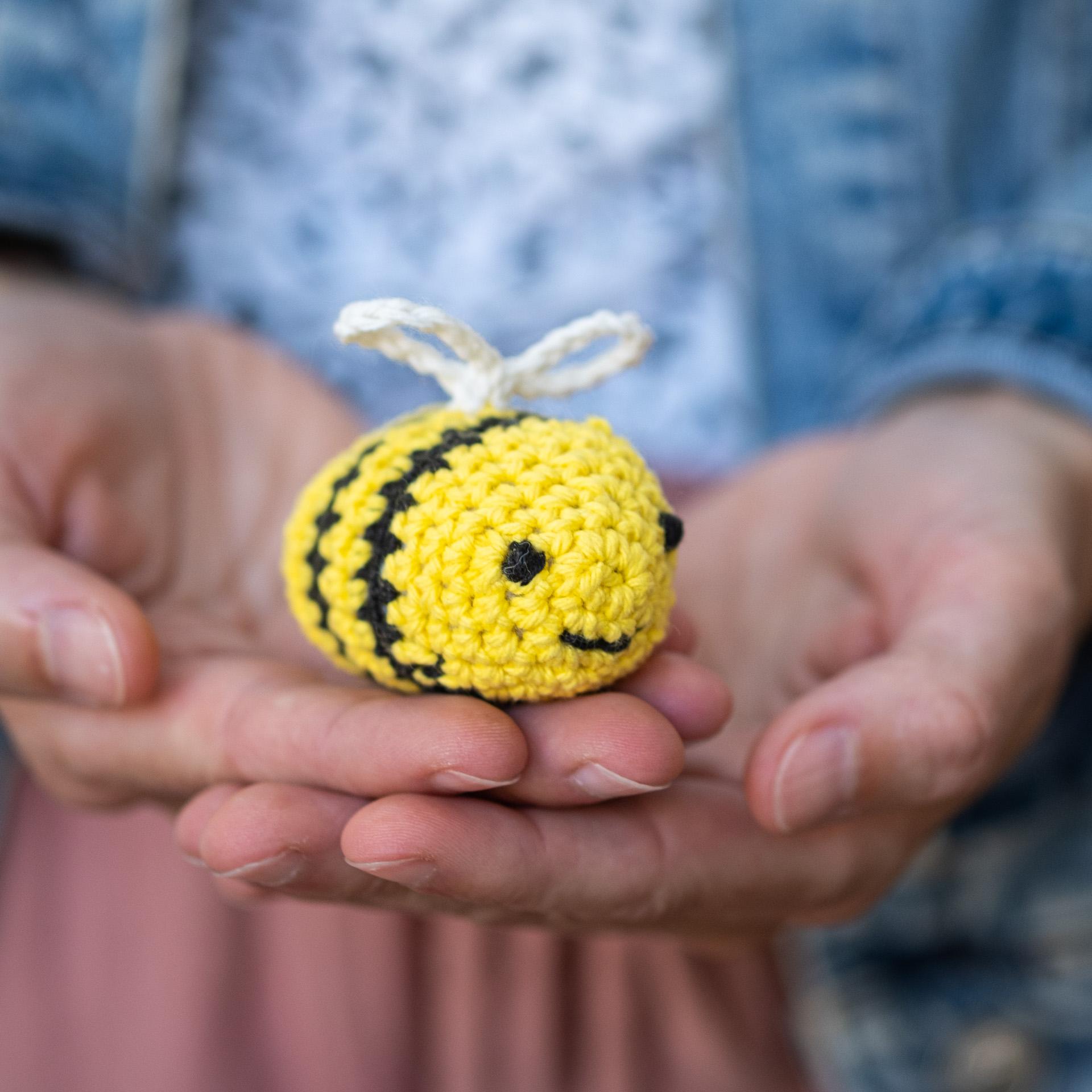 Crochet amigurumi abeille